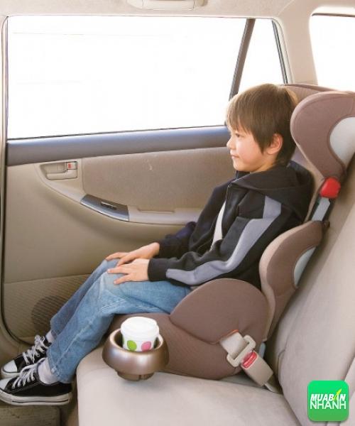 Sử dụng ghế ngồi ô tô cho bé đúng cách