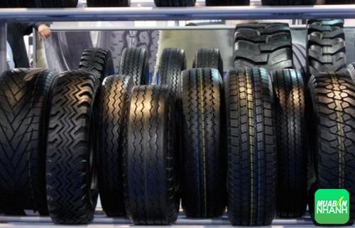 Chọn loại lốp xe nào: Lốp không xăm, lốp Runflat và lốp tự bơm