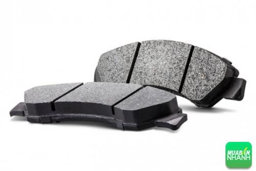Kiểm tra độ mòn má phanh đĩa trên ô tô để thay thế kịp thời